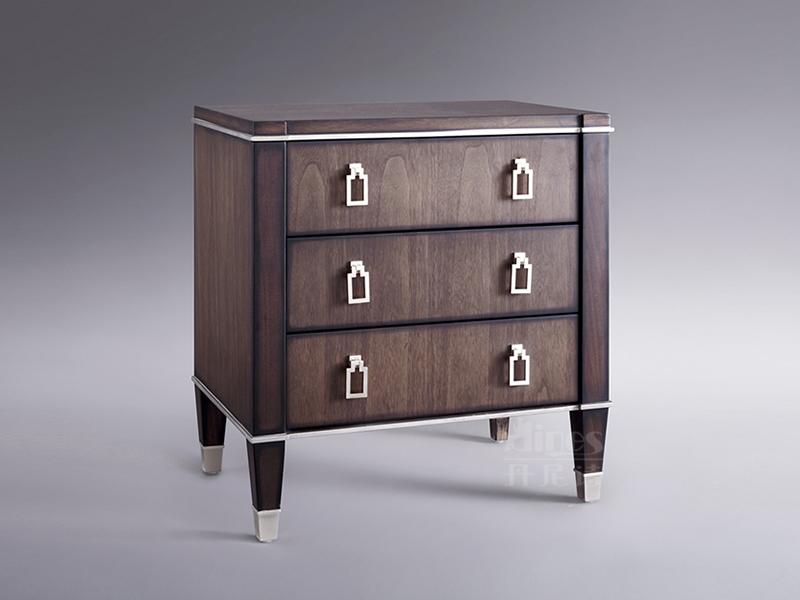 君诺家居·丹尼诗家具轻奢卧室桃花芯木实木床头柜/床边柜/置物柜