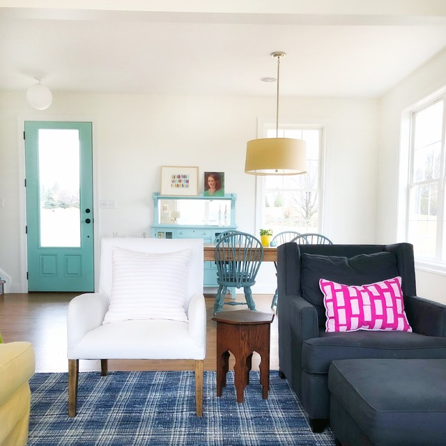 通过中性的素色作为基础色,我们就可以通过家具或配件的丰富色彩来打造一个大胆的室内颜色搭配啦。